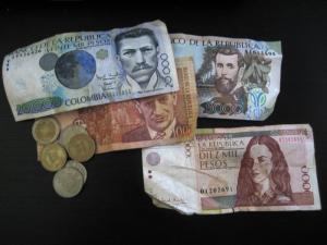 Monedas y billetes colombianos